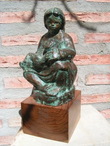 Maternidad del muñeco Bronce patinado en verde José Lillo Galiani