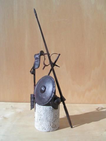 """Armas de D. Quijote"". Bronce. J. Lillo Galinai"