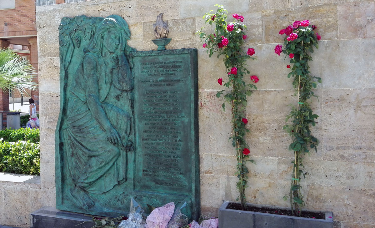 Relieve conmemorativo a las víctimas de la riada de Valdepeñas.